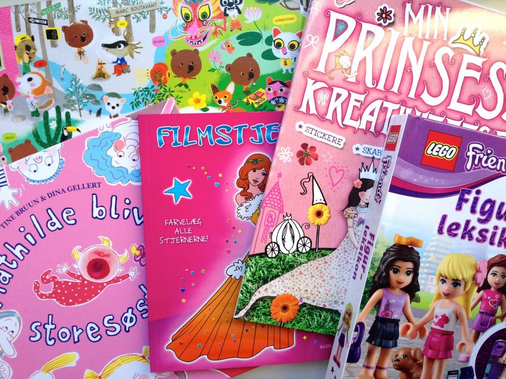 Alle børnene måtte vælge bøger med hjem! Man oplever et klart pink tema i Mollys valg!