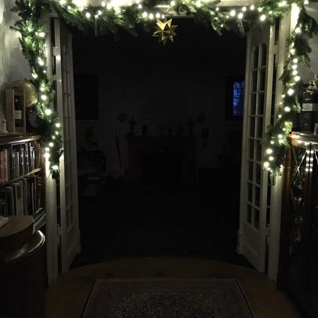 Nu mangler der bare et juletr mitbogskab julepynt decemberlykkelig